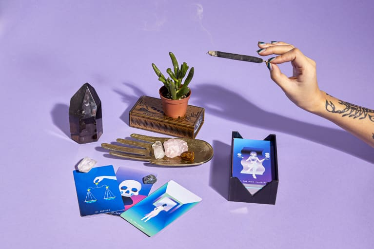 Here's What to Expect During a Psychic Reading